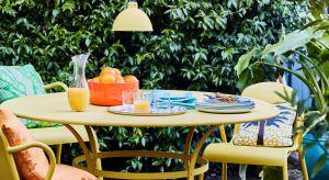 Ciepłe dni sprzyjają pracom w ogrodzie i wokół domu. Warto odświeżyć meble ogrodowe i drewnianą stolarkę.