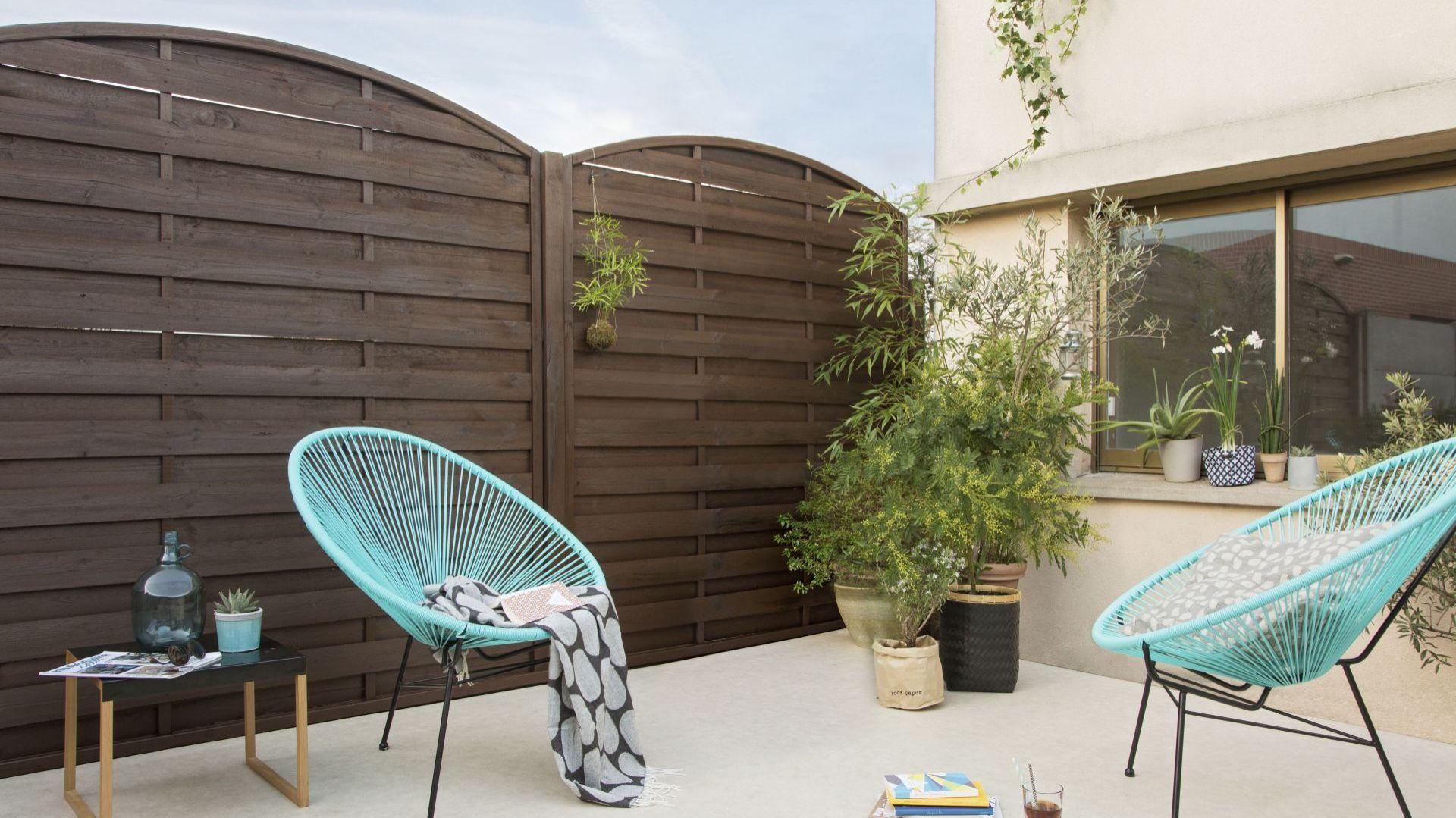 Dekorujemy domową pergolę za pomocą opryskiwacza ogrodowego i impregnatu Easy. Fot. V33