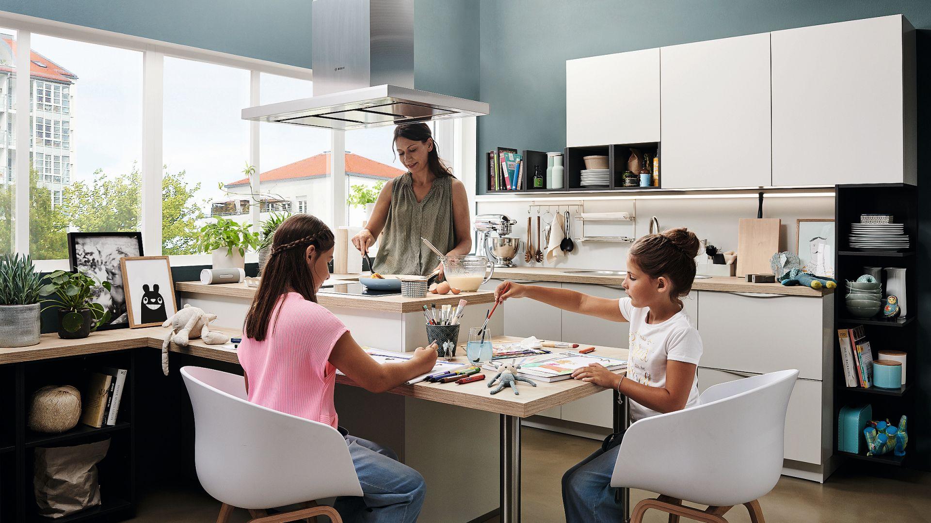 ALNOSOFT – program kuchenny oferuje największą różnorodność na najmniejszej przestrzeni. Jako kompaktowa, codzienna kuchnia zachwyca czystymi liniami, dyskretnymi kombinacjami kolorów i inteligentnymi rozwiązaniami do przechowywania. Fot. Alno
