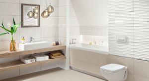 Tymczasem w małych łazienkach nie ma miejsca na pomyłki aranżacyjne. Dlatego też tak istotny jest wybór, zestawienii sposób ułożenia płytek ceramicznych.