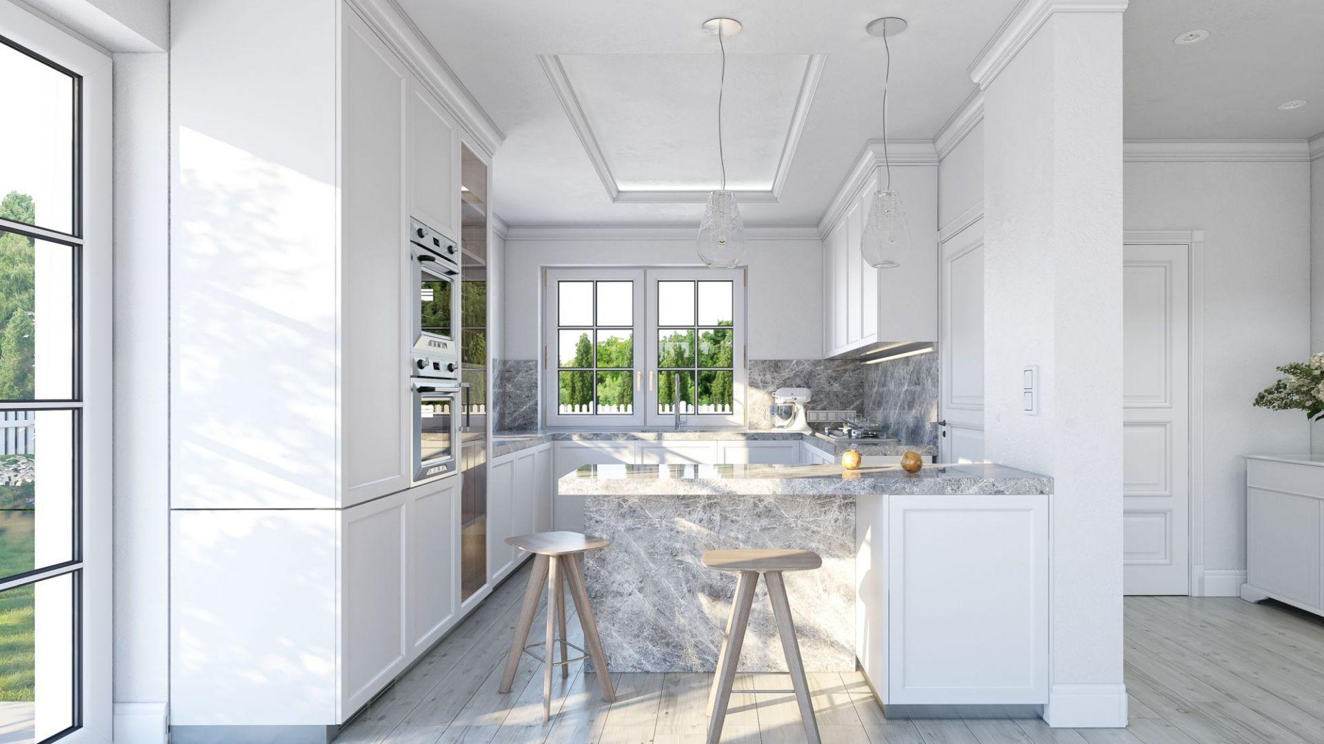 Piękna biała kuchnia ozdobiona została wykończeniami z kamienia. Dom Willa diamentowa. Projekt: arch. Michał Gąsiorowski. Fot. MG Projekt