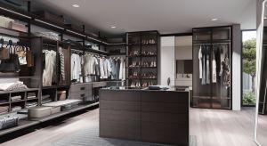 Garderobom poświęca się dziś wiele uwagi. Dobrze wykorzystana przestrzeń ma tutaj jeszcze większe znaczenie niż w przypadku innych pomieszczeń.