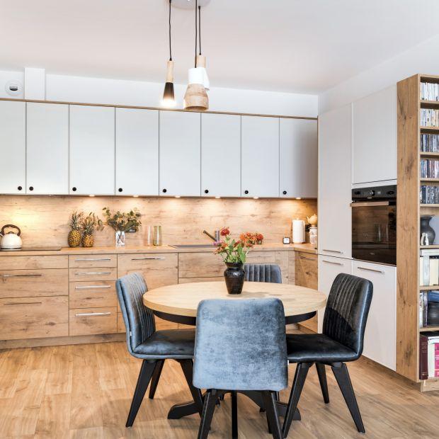 Modna kuchnia: fronty z dekorami drewna