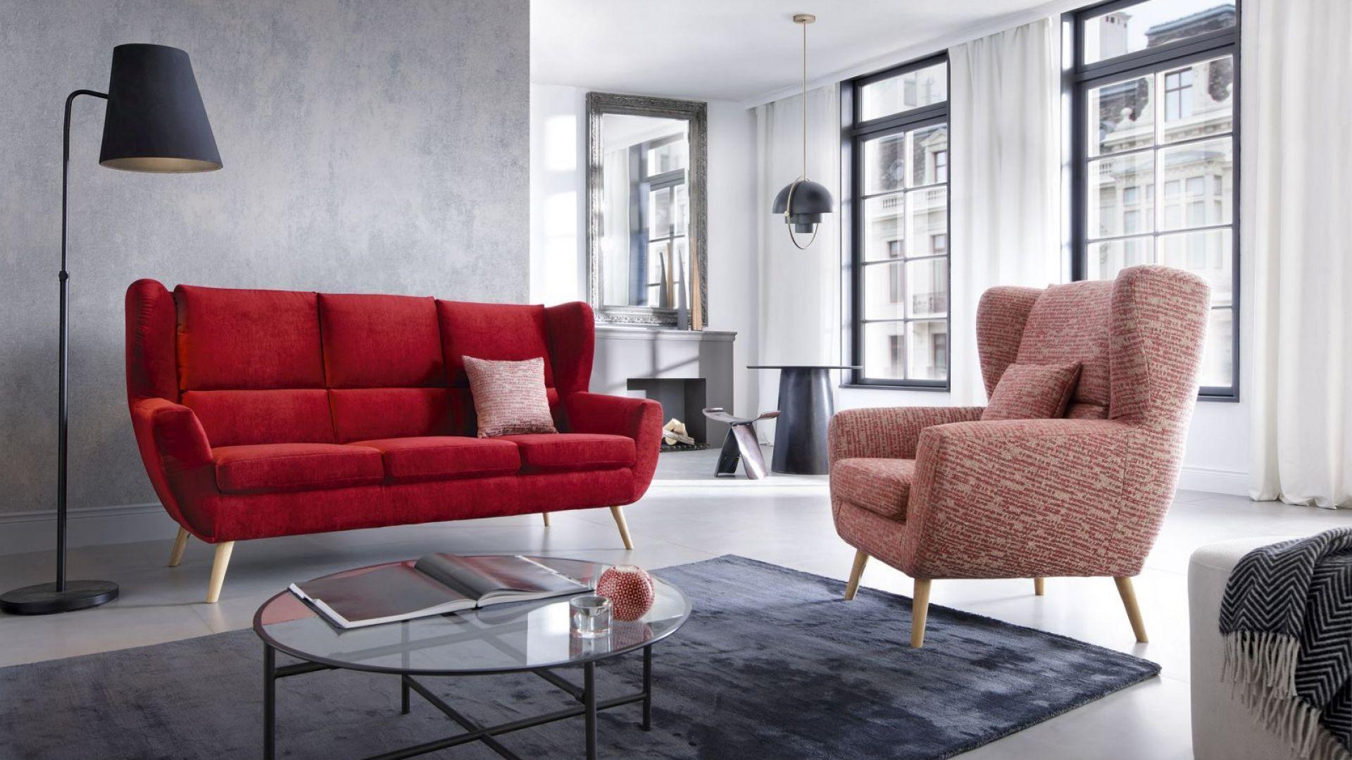 Lekka i smukła sofa Forli dostępna jako dwuosobowa (szer. 137 cm) i trzyosobowa (szer. 187 cm). Fot.  Gala Collezione