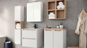W małej łazience liczy się każdy centymetr przestrzeni. Dlatego też tak istotne jest to, jak przechowywać będziemy wszelkie akcesoria, kosmetyki czy drobne sprzęty AGD.