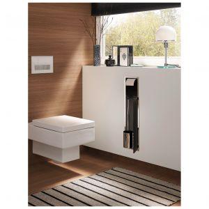 Asis 150 – wbudowany w ścianę moduł łazienkowy w.c. ze schowkiem na przechowywanie szczotki toaletowej i papieru toaletowego; dostępne białe i czarne fronty. Fot. Emco