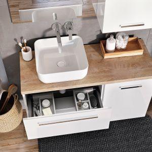 Kwadro Plus – meble z tej kolekcji wyposażono w szuflady z systemem Soft-Close, a szuflady pod umywalkę w praktyczny organizer do przechowywania drobiazgów. Fot. Elita