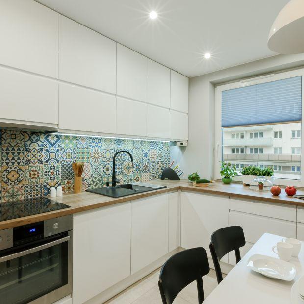Nowoczesna kuchnia - wnętrze ożywione kolorem