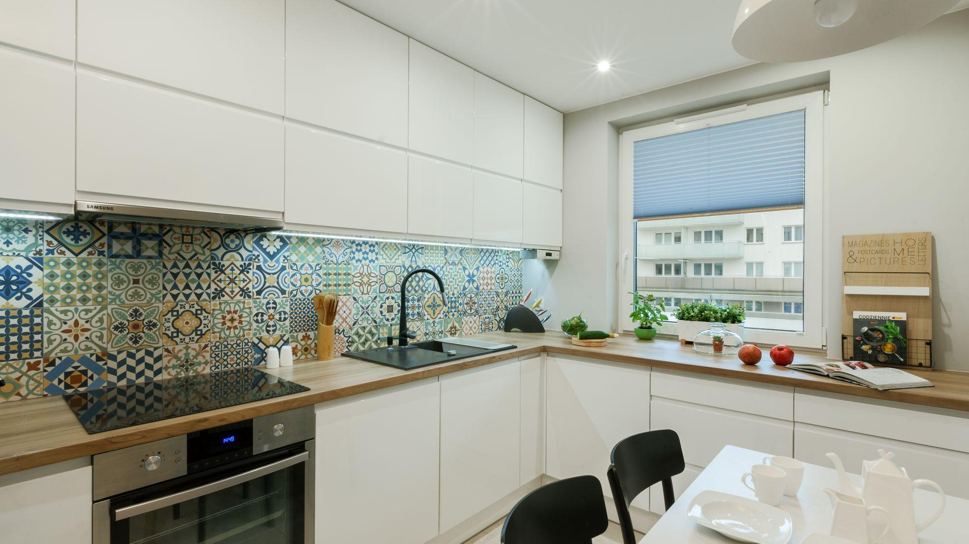Nowoczesna Kuchnia Wnętrze Ożywione Kolorem
