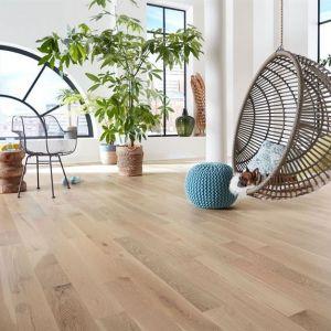 System naturalnych olejów Bona pozwala uwydatnić unikalny charakter drewnianej podłogi. Fot. Bona
