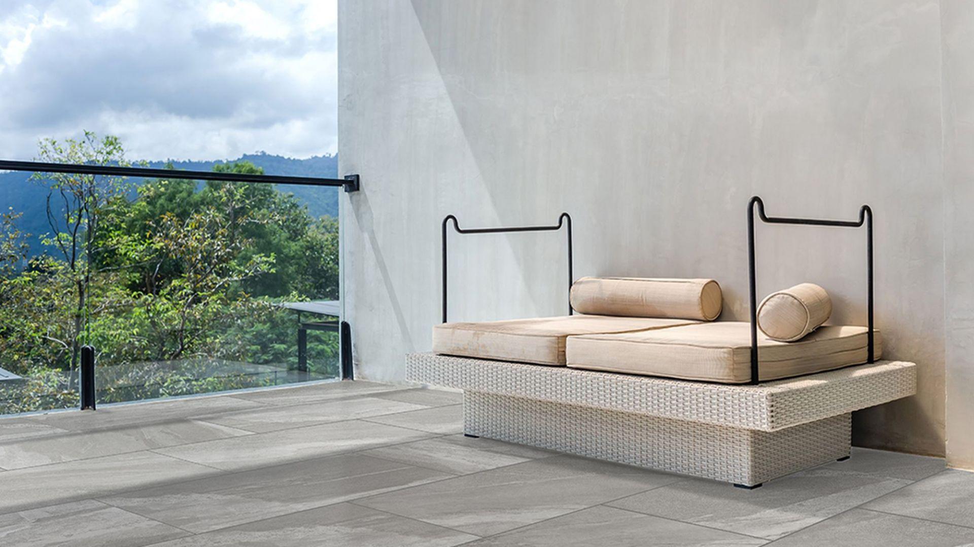 Pomysł na taras - wybieramy modne płytki. Kolekcja: Materia Grey Solid. Fot. Apavisa