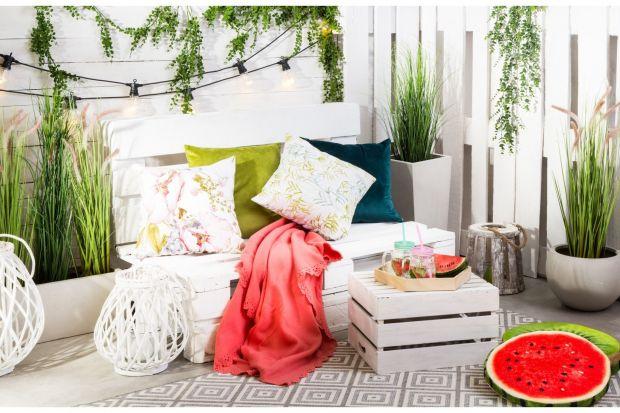 Balkon i ogród. Sprawdź, jak je pięknie zaaranżować na lato