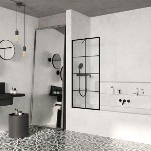 Parawan nawannowy Modo New Black PNJ Factory z czarnym obramowaniem i szprosem. Fot. Radaway