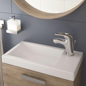 FUNKJA – umywalka wpuszczana w blat o wymiarach 450x250 mm, z otworem na baterię po prawej stronie zaprojektowana z myślą o najmniejszych łazienkach. Fot. Deante