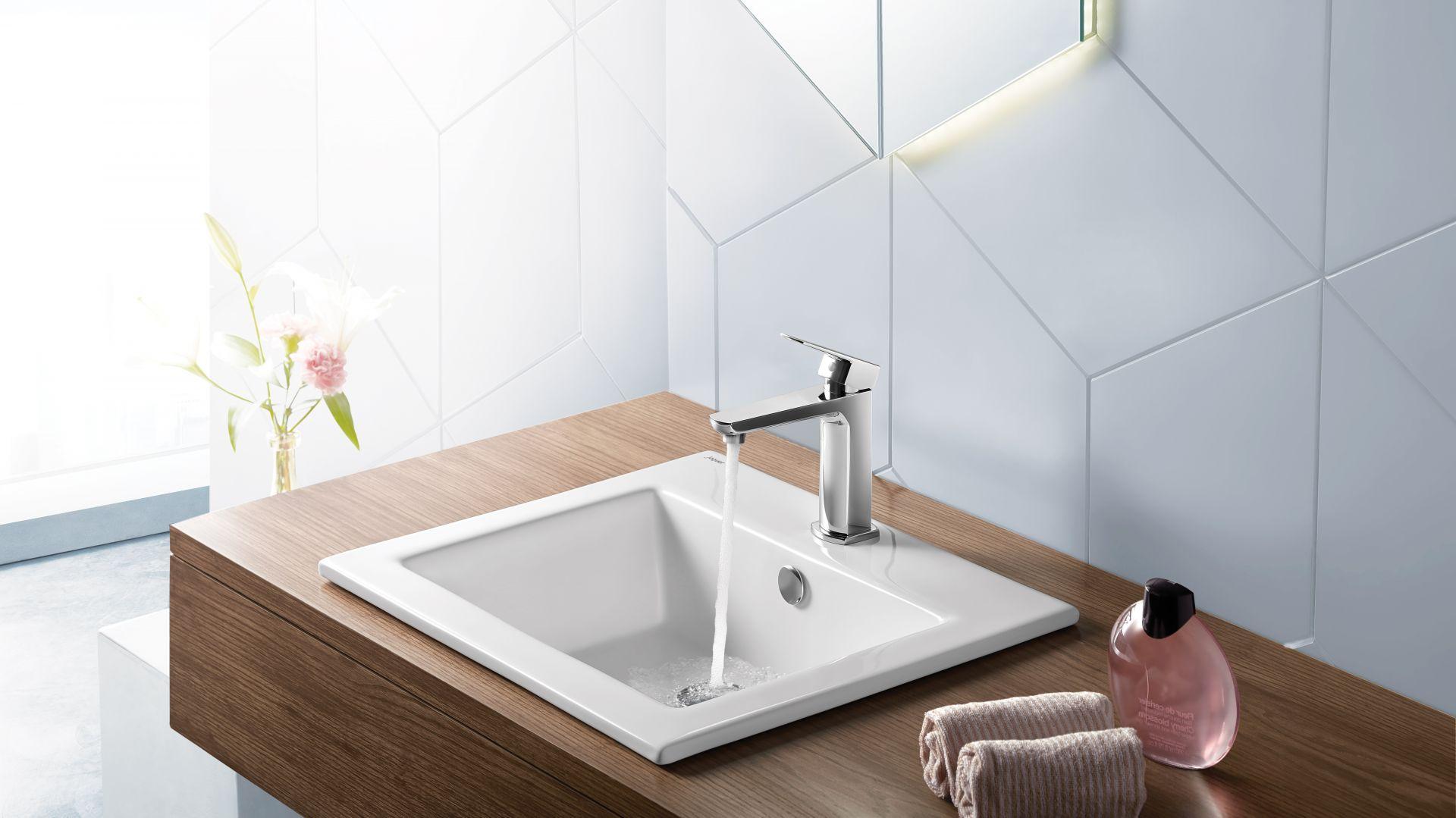 KUBIX – umywalka wpuszczana w blat  z serii ceramiki o nowoczesnej, geometrycznej formie. Fot. Jaquar