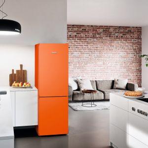 COLOURLINE – linia chłodziarko-zamrażarek wyposażonych w system NoFrost, SuperFrost i DuoCooling dostępna jest w trzech modnych kolorach: Kiwi Green, Frozen Blue i Neon Orange (na zdj.). Fot. Liebherr