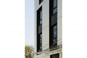Projekt bryły hotelu ibis Styles Warszawa Centrum przy ulicy Zagórnej 1a jest dziełem warszawskiej pracowni architektonicznej Tremend. Budynek w kształcie litery L stanął nad zachodnim brzegiem Wisły. Projekt: Tremend. Fot. Yassen Hristov