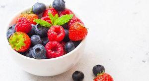 Do mrożenia owoców i warzyw nie trzeba dzisiaj chyba nikogo specjalnie przekonywać. Zamrażanie jest jedną z najlepszych metod ich przechowywania. Warto jednak ciągle mówić o tym, w jaki sposób przygotowywać własne mrożonki. Jak długo i w czym