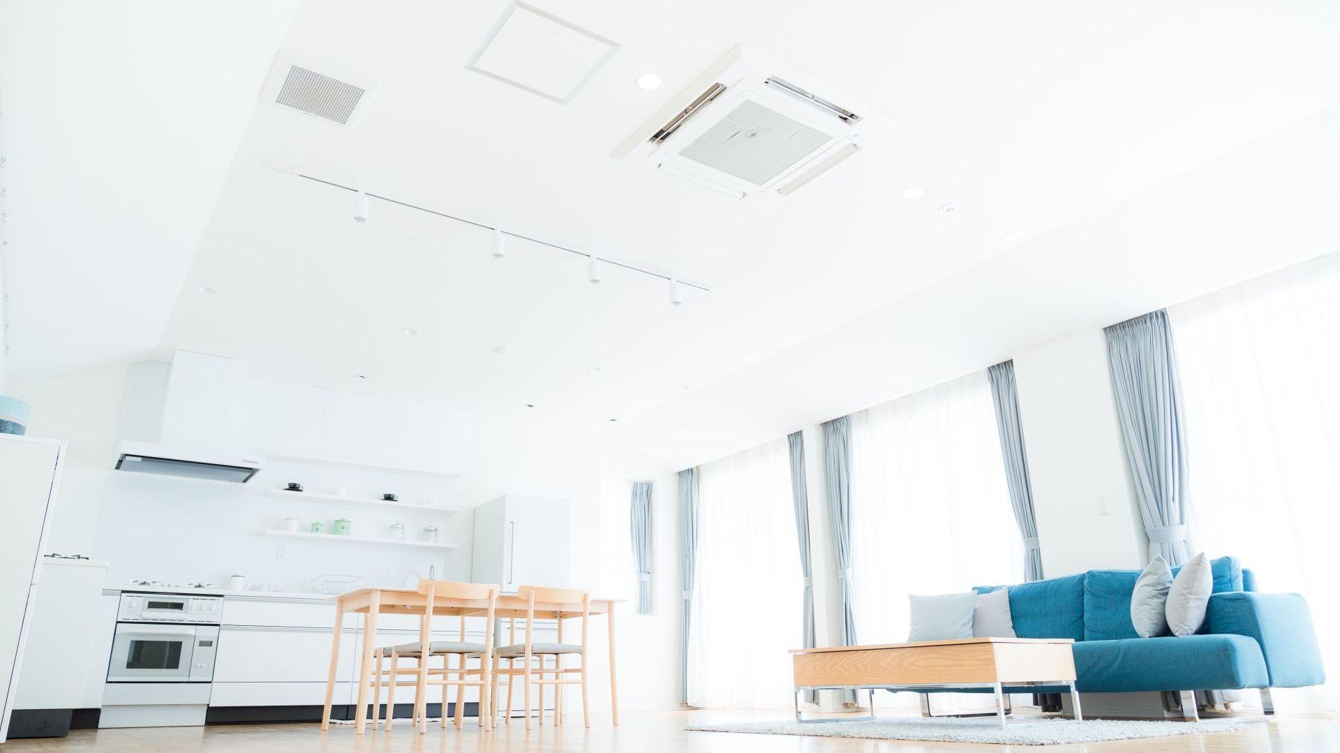 Jednostka klimatyzacyjna kasetonowa fot. Shutterstock.jpg