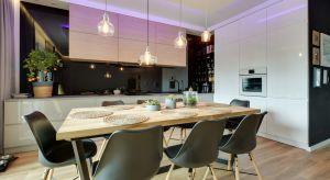 Ściana nad blatem to najbardziej newralgiczne miejsce w kuchni. Ładnie wyeksponowana stanie się jej prawdziwą ozdobą.