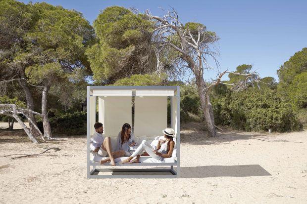Letni wypoczynek - ogród i taras w kojącym cieniu