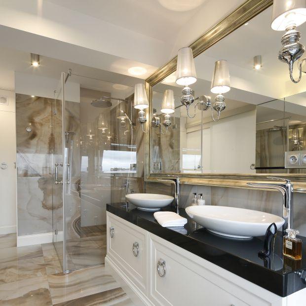 Łazienka przy sypialni: piękne zdjęcia z polskich domów