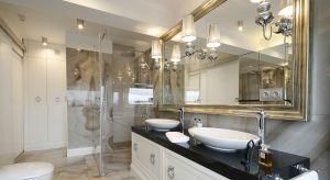Łazienka przy sypialni to bardzo wygodne rozwiązanie. Jak urządzić taką przestrzeń? Zobaczcie co radzi architekt Małgorzata Brewczyńska.