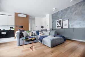 Nowoczesny apartament miał być funkcjonalny i przystosowany do komfortowego użytkowania przez dwójkę mieszkańców. Projekt: Decoroom. Fot. i stylizacja: Marta Behling / Pion Poziom Fotografia Wnętrz