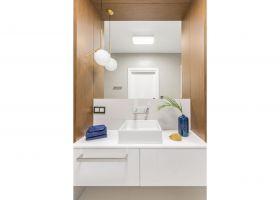 Druga łazienka znajduje się w części dziennej. Projekt: Decoroom. Fot. i stylizacja: Marta Behling / Pion Poziom Fotografia Wnętrz