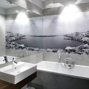 Szara łazienka. Zobacz 15 wyjątkowych aranżacji. Projekt: Lucyna Kołodziejska. Fot. Bartosz Jarosz