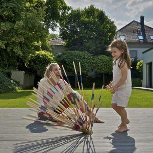 Dziecięce zabawy na tarasie. Fot. Silvadec