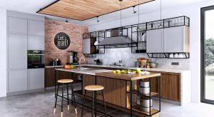 Współczesna kuchnia jest przeciwieństwem tej dawnej – zamkniętej, jakby ukrywanej przed osobami z zewnątrz. Dzisiejsza kuchnia to centralny punkt w domu, otwarty na gości, urządzony w stylu pasującym do nowoczesnego, aktywnego życia.