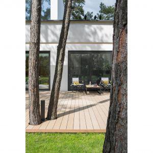 Coraz częściej wnętrze domu otwiera się na ogród, następuje zacieranie podziałów w przestrzeni. Projekt i zdjęcie: Studio.O.