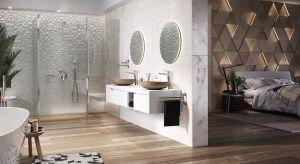 Duża, przestronna łazienka połączona z sypialniącoraz częściej jest w zasięgu ręki. Niewątpliwie wymaga większej przestrzeni oraz odrobiny odwagi ze strony swoich użytkowników.