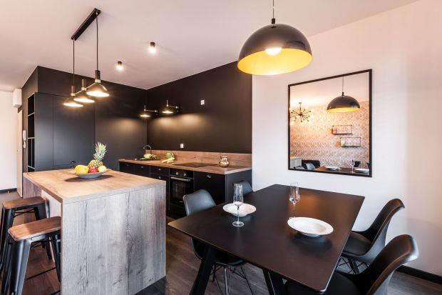 Nowoczesne mieszkanie - wyraziste wnętrze w odcieniach szarości
