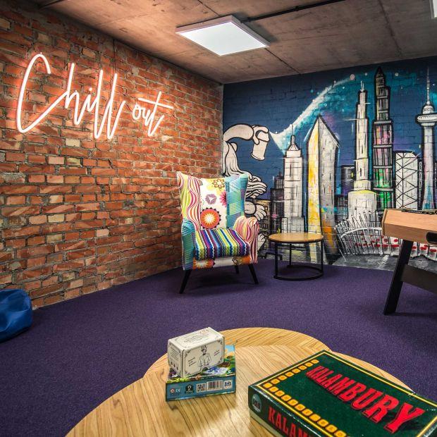 Jak zaprojektować biuro, które połączy pokolenia? Poznaj rady eksperta