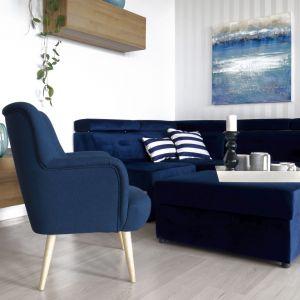 Ważną kwestią przy wyborze tapicerki jest odporność na pilling, czyli tworzenie się na jej powierzchni kulek i supełków, powstających na skutek zwijających się włókien tkaniny. Fot. Make Home