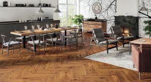 Podłoga drewniana to zawsze doskonały wybór. Jest naturalna, ciepła i pięknie wygląda. Sprawdzi się we wnętrzu zaprojektowanym w każdym stylu.