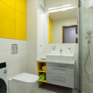 Mała łazienka. Projekt: Justyna Mojżyk. Fot. Monika Filipiuk-Obałek