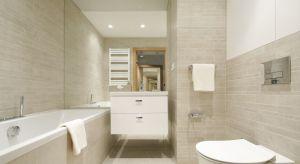 Urządzenie łazienki to zawsze spore wyzwanie. Tym większe, im mniejsza jest łazienkowa przestrzeń. Bo przecież na najmniejszej w całym domu czy mieszkaniu powierzchni, musimy zmieścić kilka niezbędnych urządzeń.