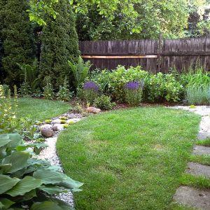 Zarówno przy dużej, jak i małej działce najpierw wybieramy styl ogrodu. Plan musi być przejrzysty i harmonijny w kształtach oraz i wzorach. Projekt ogrodu: Dominika Błaszczyk. Fot. Dominika Błaszczyk