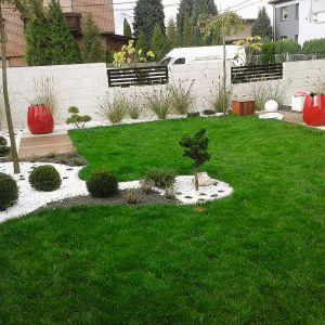 Obsadzając teren dużymi plamami jednogatunkowych roślin, wprowadzamy w ogrodzie ład przestrzenny. Projekt ogrodu: Dominika Błaszczyk. Fot. Dominika Błaszczyk