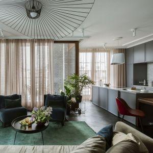 100-metrowe mieszkanie na warszawskim Mokotowie nie wymagało dużych przeróbek, inwestorzy raczej chcieli dostosować je do wymagań czteroosobowej rodziny i uczynić funkcjonalnym. Projekt: Katarzyna Arsenowicz. Fot. Yassen Hristov (Hompics)