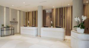 Istniejące hotele, czując konkurencję ze strony tych nowych, robią wszystko aby ich oferta wciąż pozostawała atrakcyjna. Coraz popularniejsza staje się modernizacja wnętrz obiektów, które powstały kilkanaście lat temu. Przykładem może być