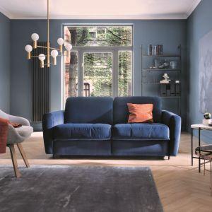 Elegancką sofę Olbia z funkcją spania wyróżnia geometrycznie pikowane siedzisko. Fot. Gala Collezione