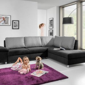 Sofa narożna Tempo o prostych i nowoczesnych kształtach. Fot. Stagra / wygodnymebel.pl