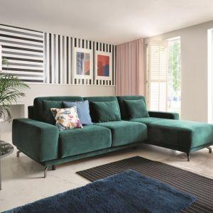 Design narożnika Veneto to nowoczesny minimalizm podkreślony kubicznymi bokami oraz wysokimi nóżkami. Fot. Gala Collezione