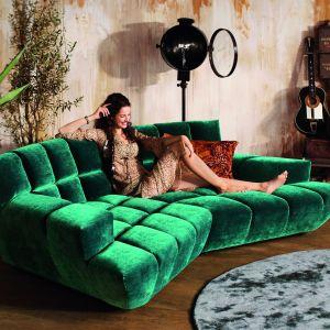 Luksusowa sofa modułowa Cloud 7 (proj. Magdalena Borowski-Jasienski) zwraca uwagę ciekawym pikowaniem. Fot. Bretz /Galeria Heban