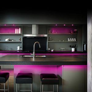 W przeciwieństwie do systemów bezprzewodowych, systemy przewodowe należy zaplanować już na etapie projektu domu, a instalację przeprowadzić podczas budowy i prac wykończeniowych. Fot. Fibaro