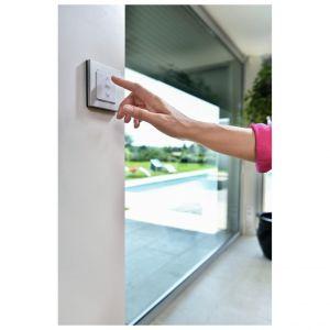 Dzięki systemowi TaHoma możemy zarządzać wszystkimi urządzeniami w domu i wokół niego takimi jak: rolety, żaluzje, zasłony, markizy, bramy, drzwi wejściowe czy garażowe. Fot. Awilux